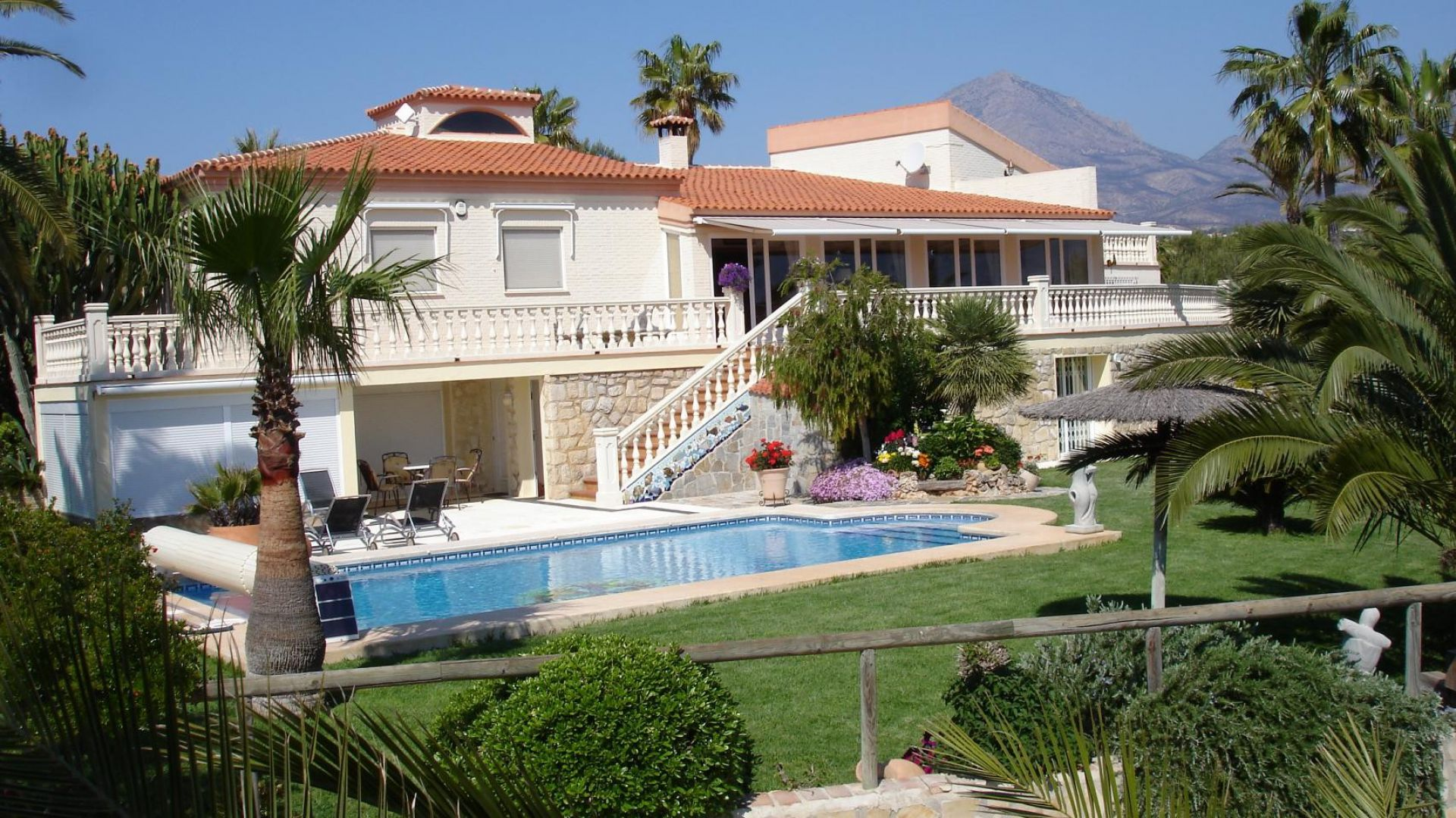 Villa in Alfaz del Pi, Alicante, Spain